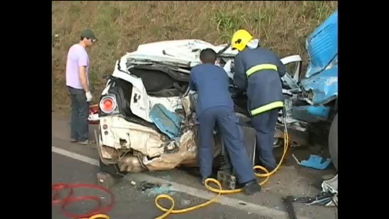 Acidentes nas estradas fazem 110 vítimas no feriado da ...