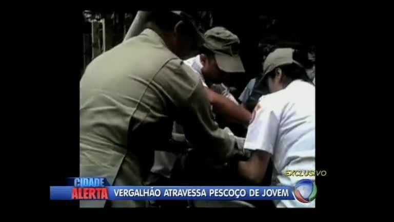 Imagens mostram resgate de jovem ferido por vergalhão em obra ...