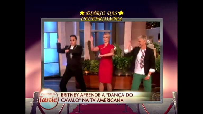"Britney Spears aprende a ""dança do cavalo"" do rapper Psy na TV ..."