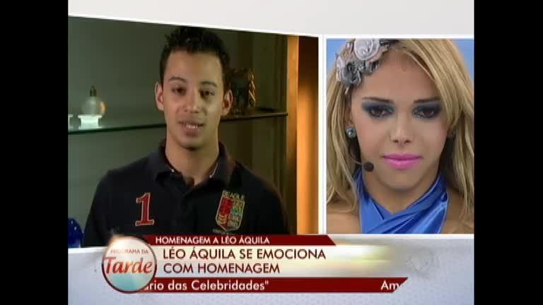 Léo Áquilla recebe homenagem no palco do Programa da Tarde ...