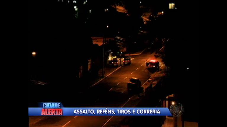Bandidos invadem casa em assalto e fazem família refém em Novo ...
