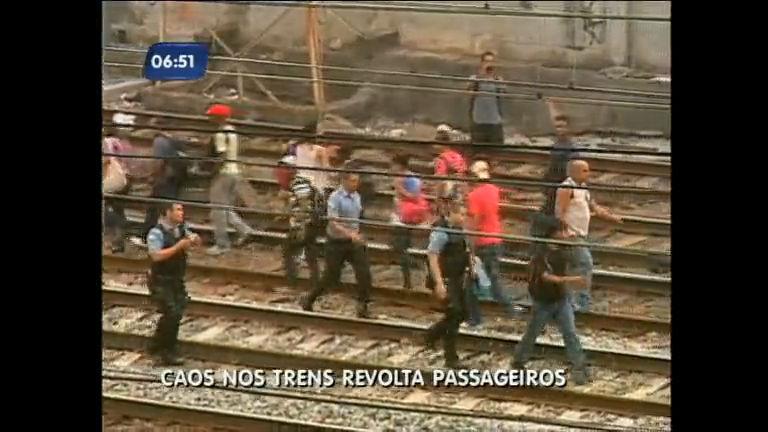 Trens no Rio: problemas sem fim acabam com a paciência dos ...