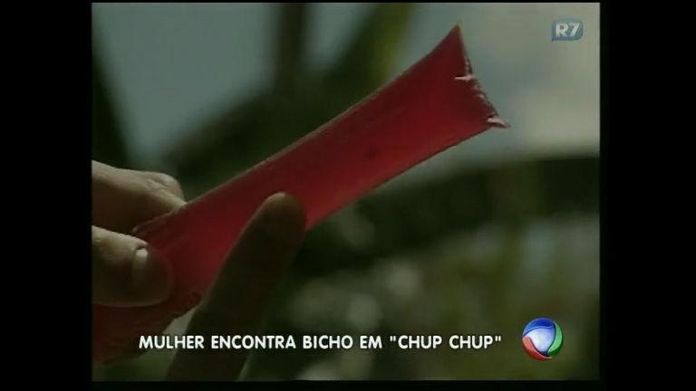 Dona de casa encontra inseto dentro de embalagem de chup chup ...
