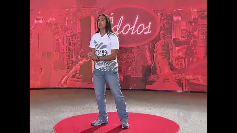 Idolos 2012Vendedor de sapatos tenta impressionar os jurados ...