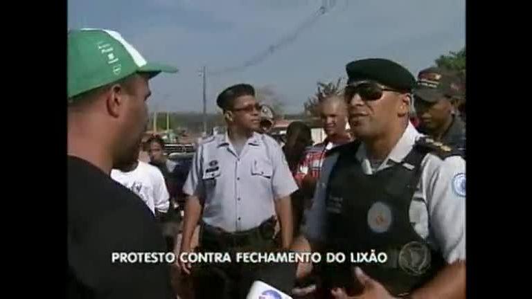 Catadores protestam contra fechamento do Lixão da Estrutural ...