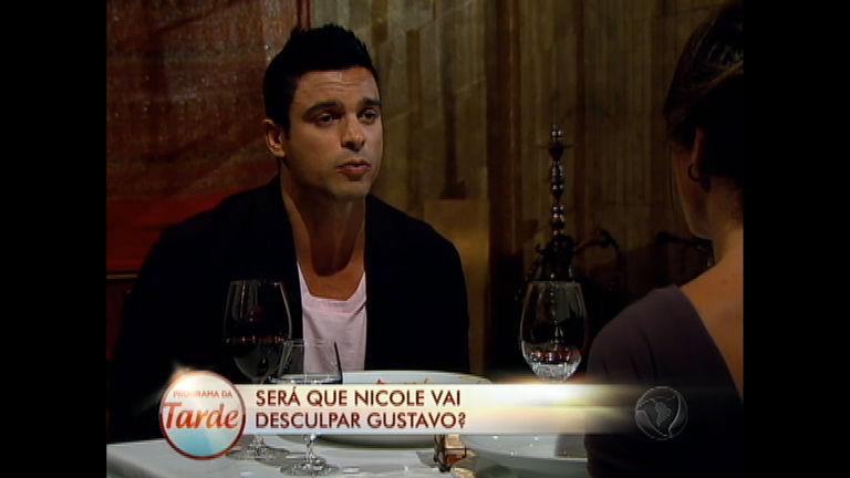 Gustavo Salyer faz surpresa para Nicole Bahls - Rede Record