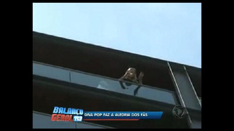 Cover de Lady Gaga faz alegria dos fãs em Ipanema (RJ) - Rio de ...