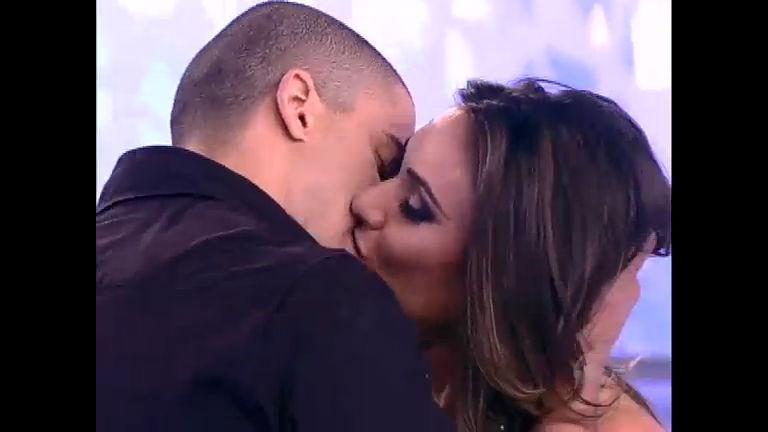 """Nicole Bahls dá beijão em """"Ricardão"""" do Tudo É Possível - Record ..."""