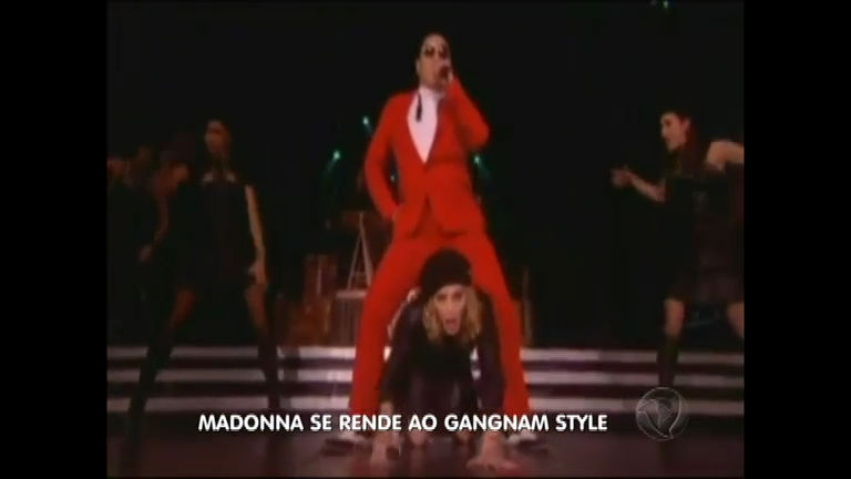Madonna surpreende fãs e dança Gangnam Style com Psy em show
