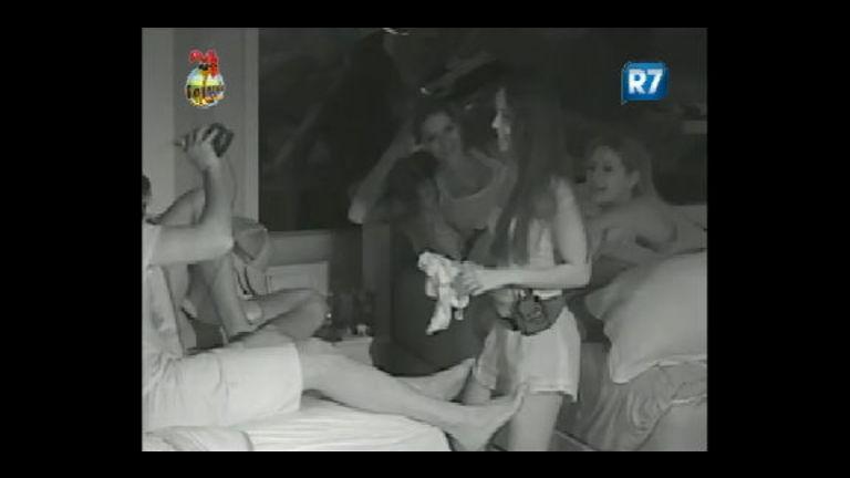 Flávia faz dança sensual para Rodrigo Carril na madrugada - Rede ...