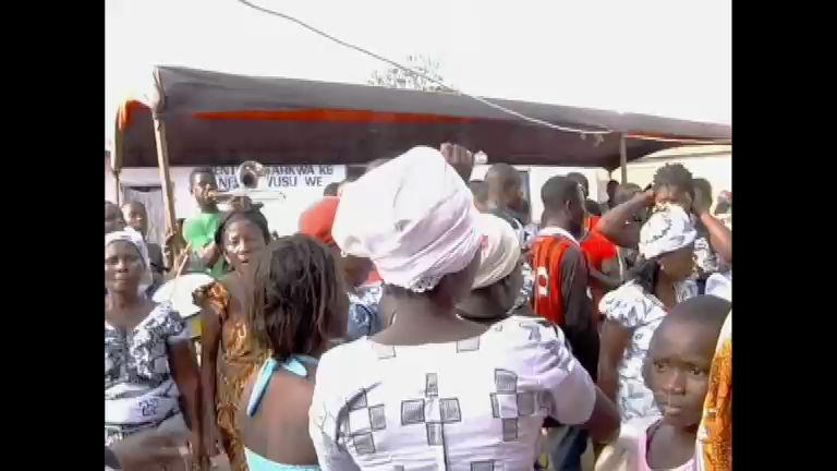 Enterro diferente na África: amigos comemoram morte com festa ...
