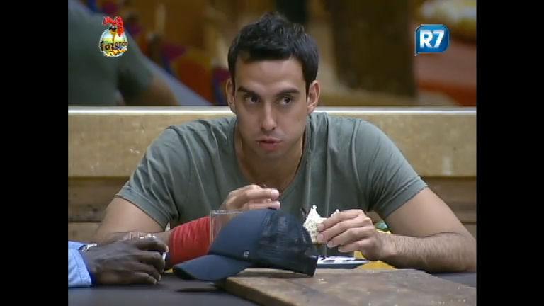 Rodrigo Carril e Raphael debatem estratégias de jogo - Record ...