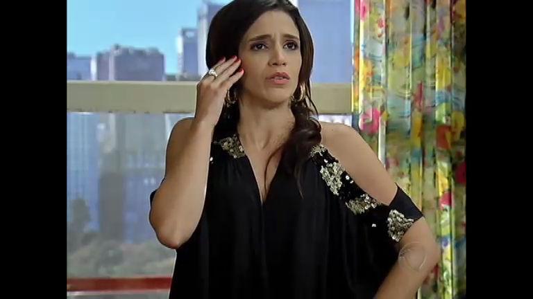 Dóris chega em casa e Diva fica aliviada imaginando que a irmã ...