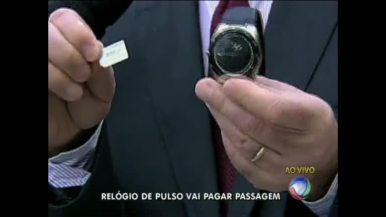9a76765cbac Relógio com chip pode ser usado para pagar passagem de ônibus no Rio - Rio  de Janeiro - R7 RJ no Ar