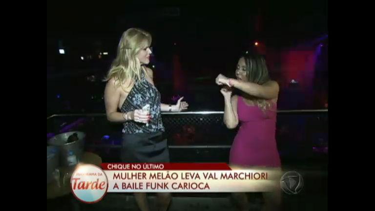 Mulher Melão faz passeios sem glamour com Val Marchiori pelo Rio ...