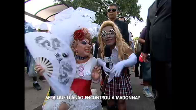 Anão tenta encontrar Madonna e apronta na fila do show em São ...