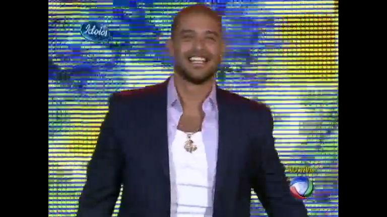 Diogo Nogueira se apresenta na noite da final do Ídolos 2012 ...