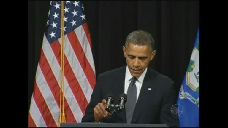 Em Newtown, Obama promete mudança para evitar novos massacres