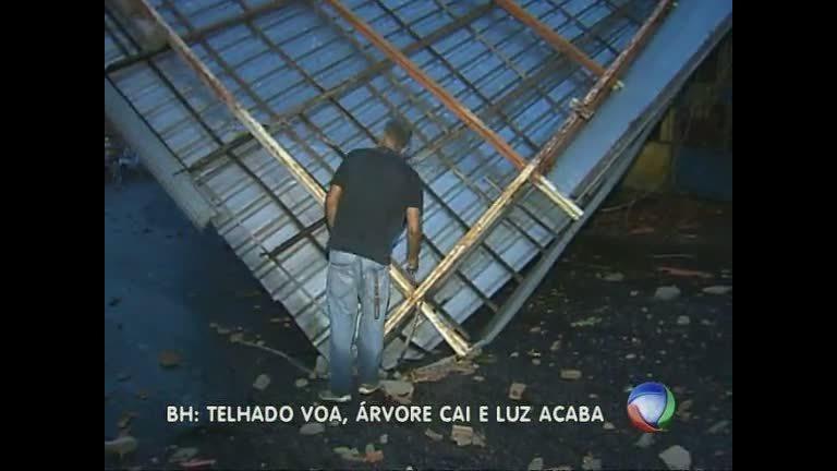 Telhado de prédio de quatro andares desaba após forte ventania ...