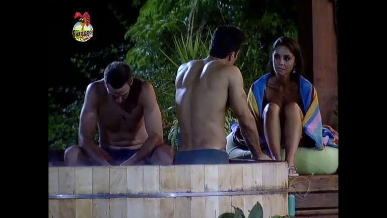 Carril, Dan e Flávia analisam situação com a casa - Record Play ...