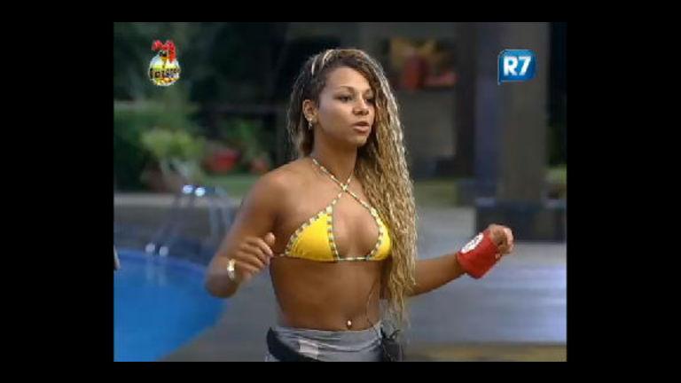 Karine dança a música Pentada Violenta na academia - Record ...
