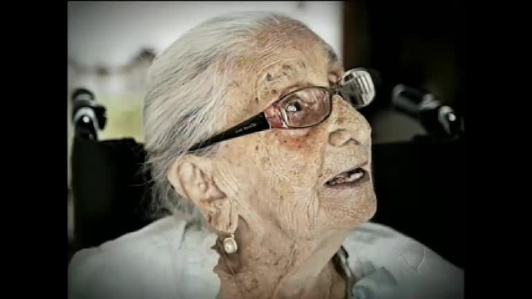 Dona Canô, mãe de Caetano Veloso, morre aos 105 anos; veja na ...