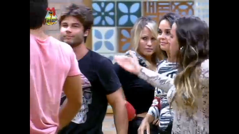 Angelis irrita Ísis com provocações após saída de Karine - Record ...