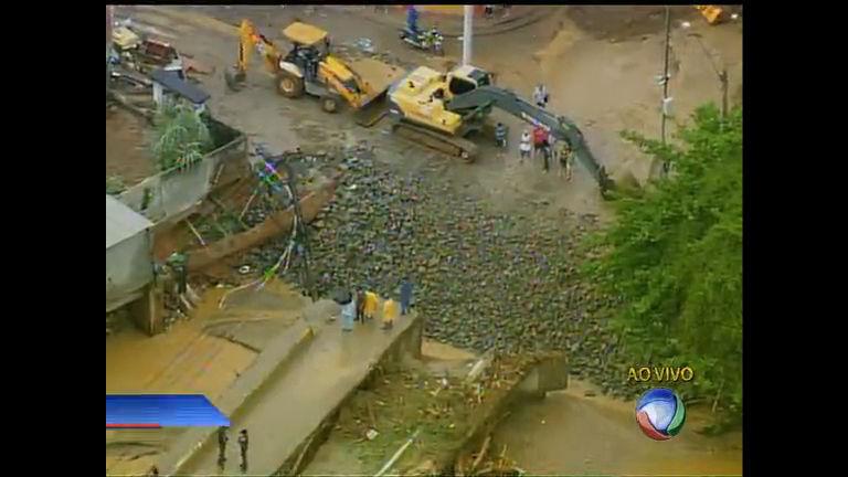 Ponte desaba em Xerém (RJ) - Rio de Janeiro - R7 Cidade Alerta RJ