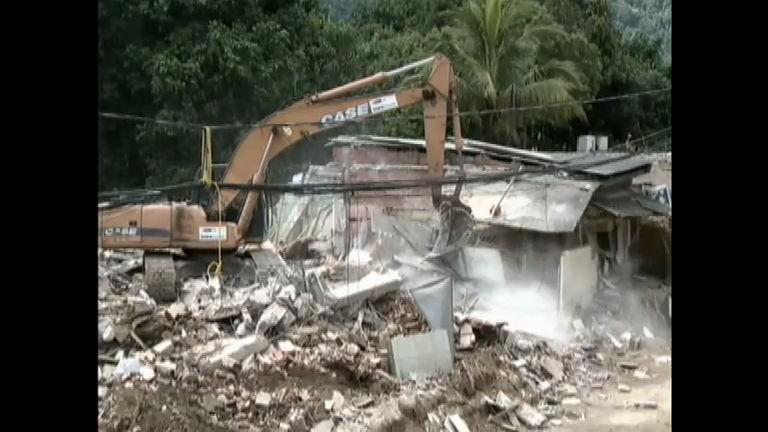 Defesa Civil condena e demole oito casas atingidas por temporais ...