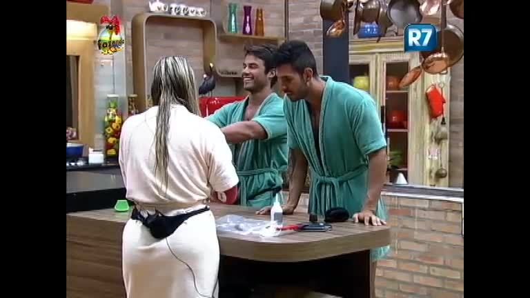 Victor, Thyago e Ísis cantam funk na cozinha. - Record Play - R7 ...