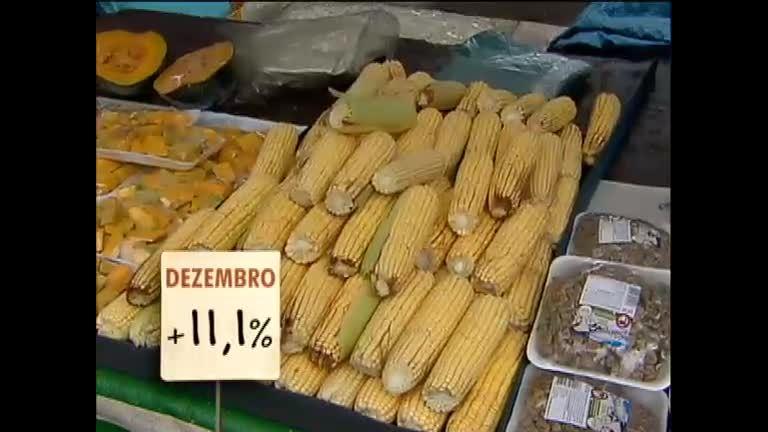 Chuvas fazem subir o preço dos produtos da feira - Notícias - R7 ...