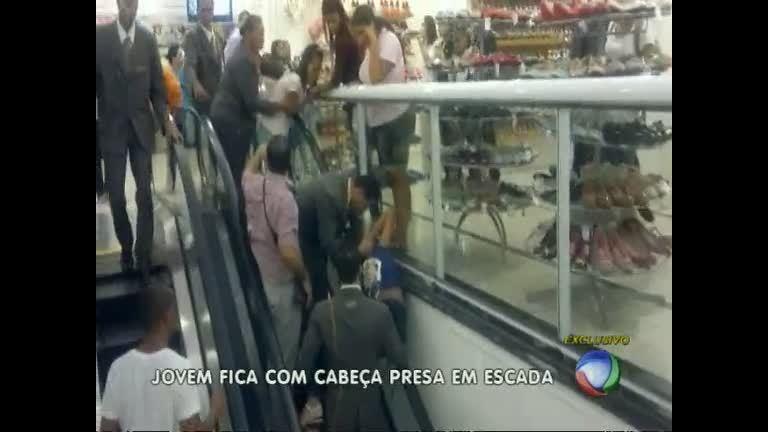 Jovem de 13 anos prende a cabeça em escada rolante de loja de ...