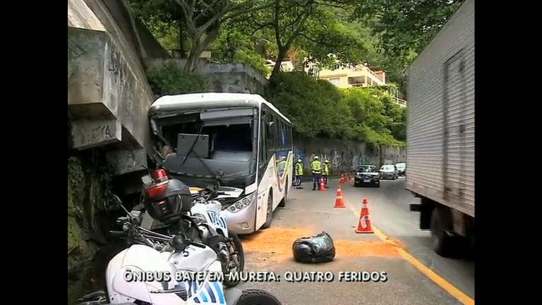 Ônibus bate em mureta na avenida Niemeyer (RJ) - Rio de Janeiro ...