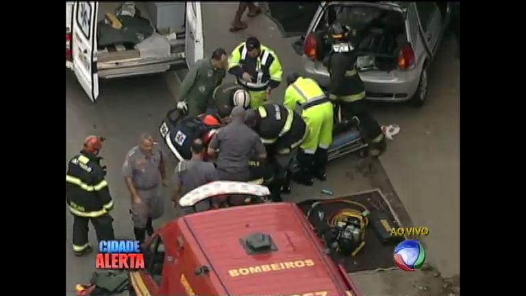 Helicóptero da Record registra resgate dramático em rodovia de ...
