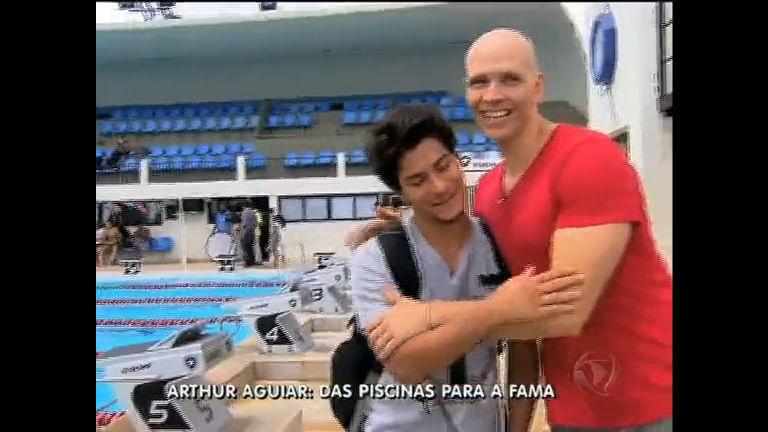 Arthur Aguiar, de Rebelde, disputa prova de natação com Xuxa ...