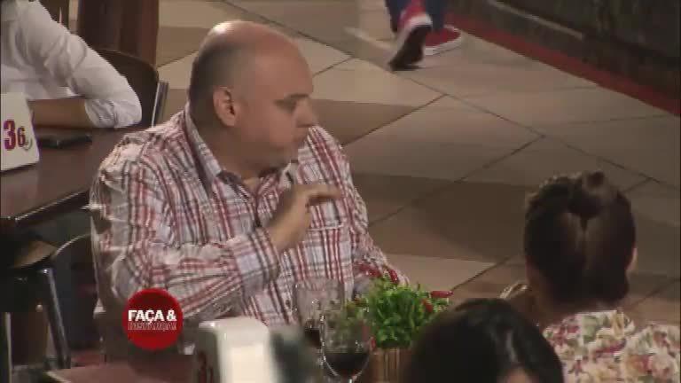 Faça & Disfarça: gordinho faz palhaçadas em restaurante e deixa a ...