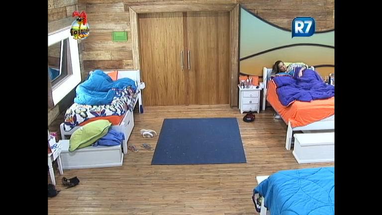 Angelis e Thyago trocam farpas no quarto e se dão apelidos ...