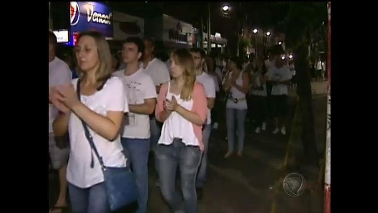 Moradores de Santa Maria fazem homenagem às vítimas do incêndio