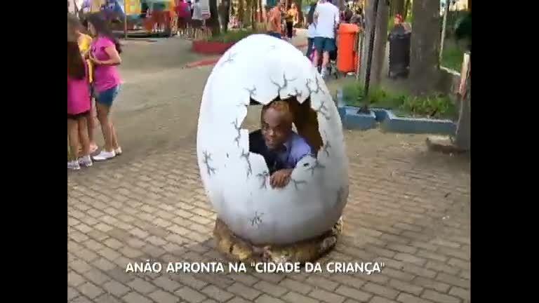 Anão apronta todas na Cidade das Crianças - Notícias - R7 Balanço ...