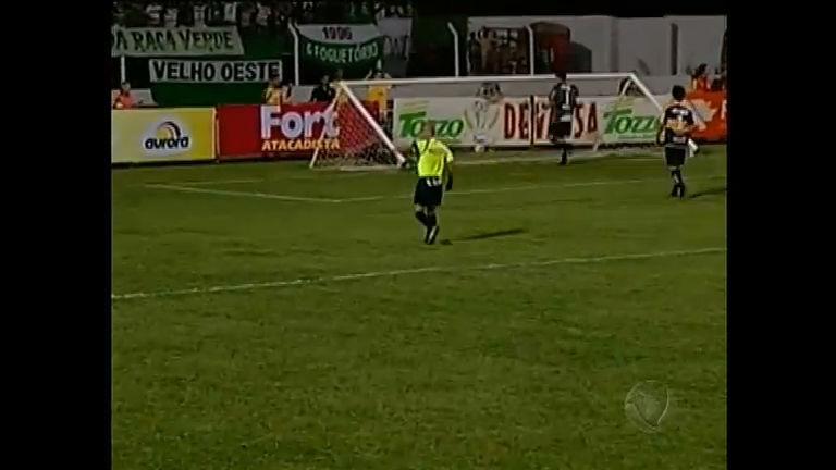 Trave cai durante campeonato catarinense de futebol e para o jogo ...