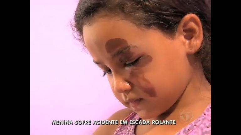 Criança sofre acidente em escada rolante de shopping na Tijuca (RJ)