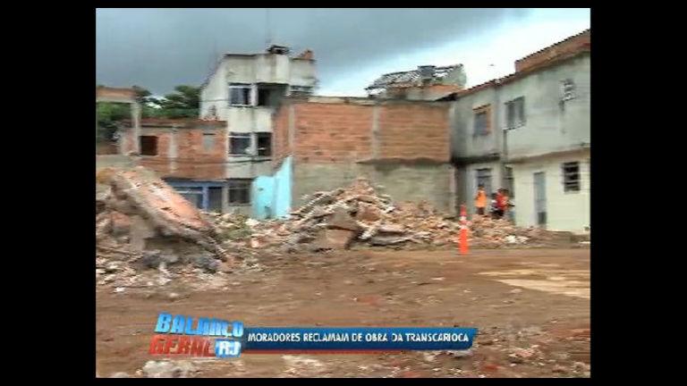Famílias reclamam de derrubadas de casas para construção da ...