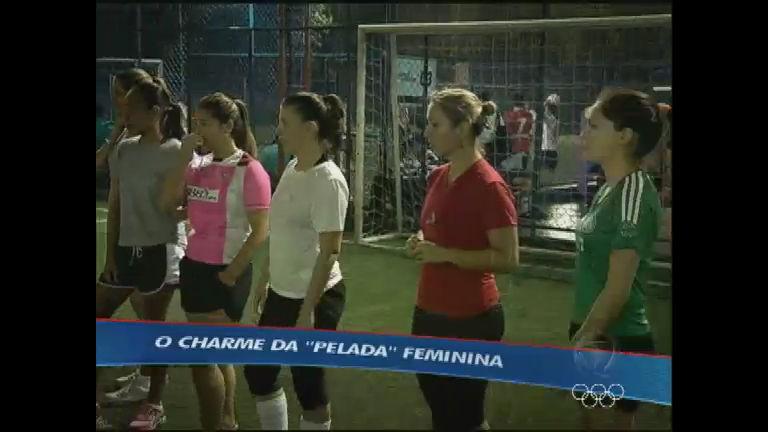 """Mulheres também entram em campo para jogar """" pelada"""" - Esportes ..."""