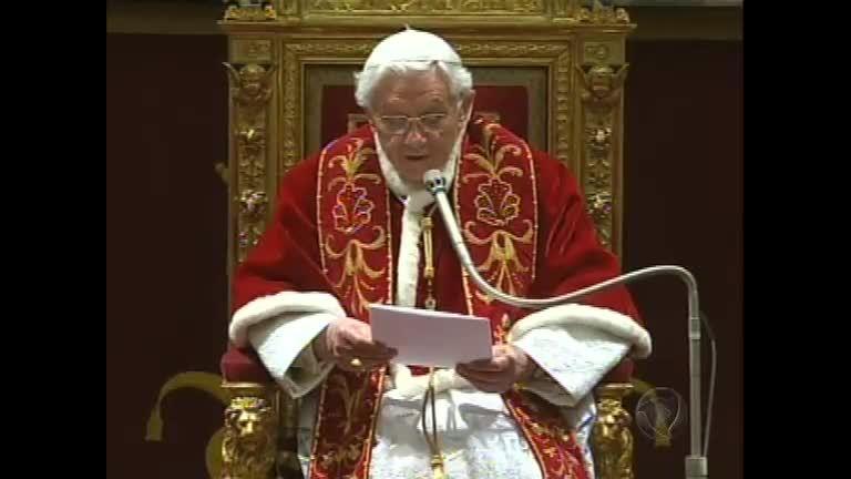 Papa Bento 16 renuncia e não é mais o líder da igreja católica ...