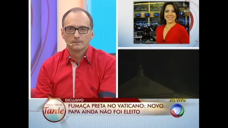 Fumaça preta indica que novo Papa ainda não foi eleito ...