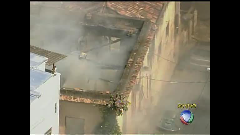 Bombeiros controlam incêndio em Santa Teresa ( RJ) - Rio de ...