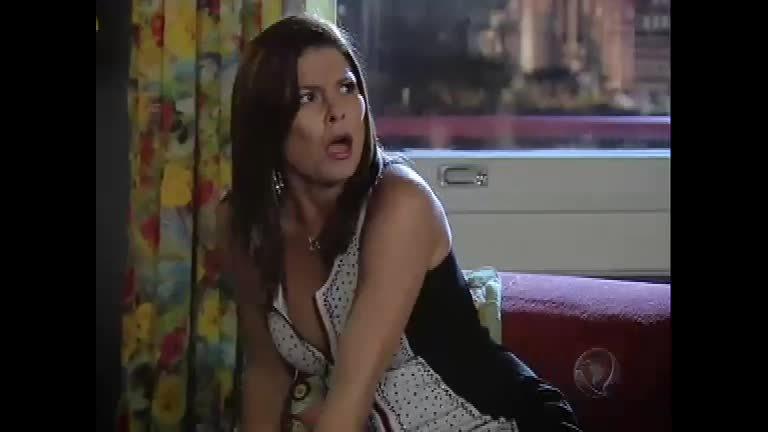 Diva confronta Dóris e pergunta quem eram as duas loiras que ...