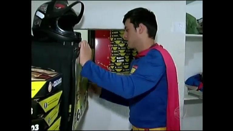 Pizzaria transforma entregadores de pizza em super- heróis em SC ...