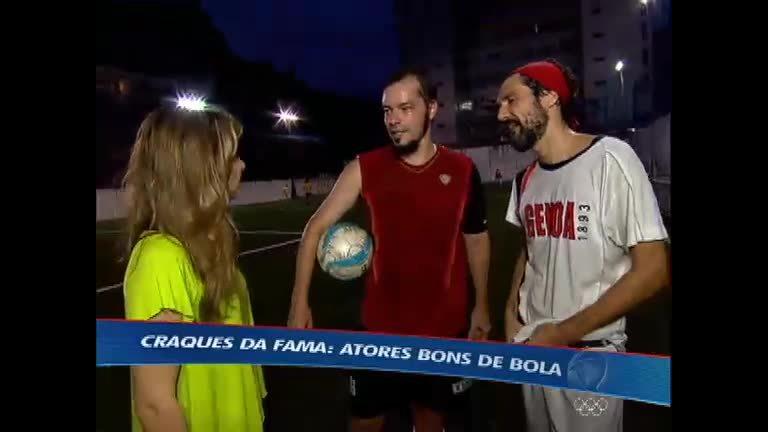 Atores Heitor Martinez e Nicola Siri demonstram qualidade no futebol