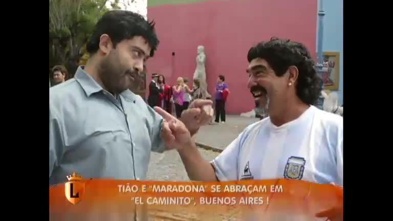 """Na Argentina, Tião causa no Caminito e conhece """" Maradona ..."""